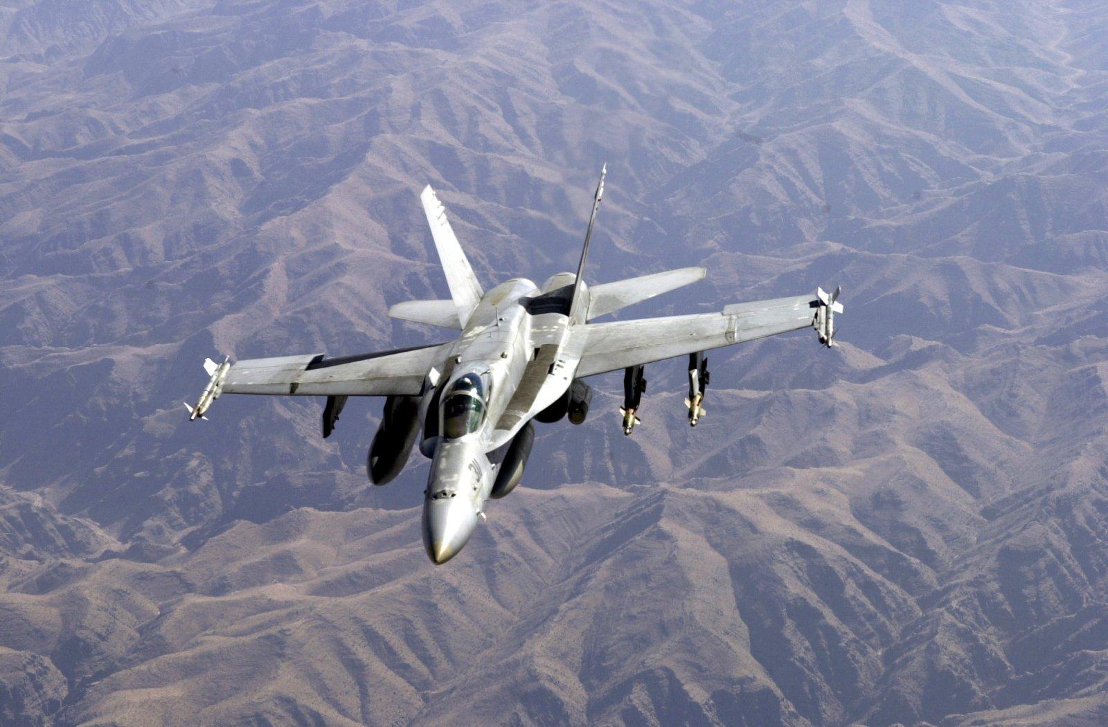 large.US_Navy_011026-F-4884R-005_F-A-18_prepares_for_aerial_refueling_operations.jpg.e8aa278a7b673fc8f32d5ddd87355253.jpg